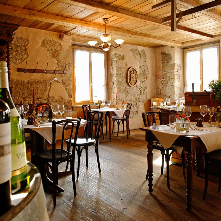 Muerset-Restaurants_WeinStube_6.jpg